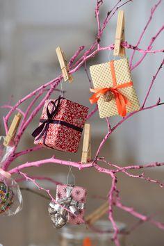 Gifts on tree branch    advent calendar idea    Boligliv
