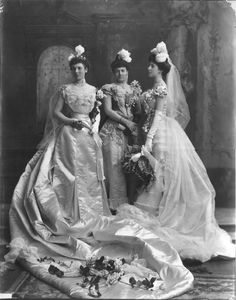 Lady Salisbury-Trelawny and her daughters Dolores and Rebecca, 1900.
