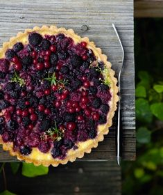Late summer pie.  Current Obsessions: What We're Reading, Watching, Coveting : Remodelista