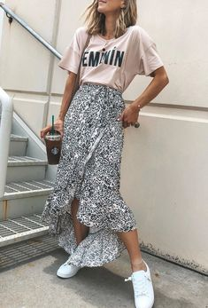 Casual chic outfit You are in the right place about midi skirt outfit plus size Here we offer you th Casual Chic Outfits, Street Style Outfits, Casual Skirts, Trendy Outfits, Look Casual Chic, Modest Fashion, Fashion Outfits, Steampunk Fashion, Urban Fashion