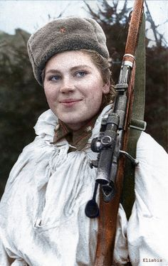 Jan 28 1945 The Red Army completes it's occupation of Lithuania. Photo: Roza Shanina April 1924 – 28 January was a Soviet sniper during World War II who was credited with fifty-nine confirmed kills, including twelve soldiers during the Battle of Vilnius. Ww2 Women, Military Women, Military Drawings, Russian Culture, Military Pictures, War Photography, Female Soldier, Armada, Red Army