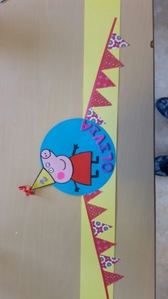Verjaardagskroon peppa big Peppa Big, Hero Crafts, Classroom Decor, Birthdays, Happy Birthday, Symbols, Map, Party, Kids