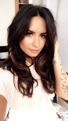 Demi Lovato is so beautiful! She's been serving looks this year! Demi Love, Demi Lovato Pictures, Hair Transformation, Belleza Natural, Celebrity Hairstyles, Beautiful Celebrities, Dark Hair, Hair Inspiration, Short Hair Styles