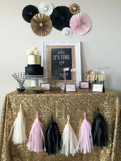 Decoration Ideas for a Silverster Party at Home - 2019 - Dekoration - Decoration ideas - Deko ideen - Anniversaire 18th Birthday Party, Mom Birthday, Birthday Party Decorations, Party Themes, Ideas Party, Diy Party, Box Decorations, Birthday Signs, Cake Birthday