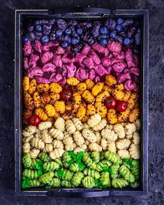 Rainbow gnocchi on 🌈🌈🌈 From bottom to top: spinach, potato, sweet potato, beetroot, blueberry. Pasta Sauce Recipes, Pasta Dinner Recipes, Pasta Dinners, Gnocchi Recipes, Vegan Recepies, Vegetarian Recipes, Pasta Casera, Lotsa Pasta, European Cuisine