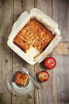 Charlotte aux pommes revisitée : Cuite dans un plat à gratin etles boudoirs sont remplacés par des tranches de pain de campagne.