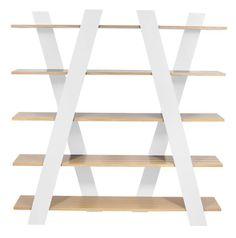 Wind+Vægreol+-+Denne+reol+er+et+statement+møbel+med+dets+spændende+design+og+anderledes+design.+Reolen+har+et+unikt+diagonalt+stel+udført+i+mat+hvid+og+5+rummelige+hylder+i+et+naturligt+egetræs-look.+Det+ser+næsten+ud,+som+om+der+er+bevægelse+i+reolen.+Flot+og+anderledes+reol,+der+med+garanti+vil+tilføre+nyt+liv+til+enhver+indretning.