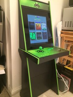 Vigolix Green Invader Cabinet Gaming Cabinet, Diy Arcade Cabinet, Arcade Console, Bartop Arcade, Diy Projects To Try, Wood Projects, Retro Arcade Games, Arcade Room, Gaming Accessories
