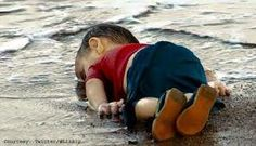 Da Varsavia al Vietnam, dalle spiagge della Turchia ad Aleppo, dal Sudan alla Palestina, sono i bambini a raccontare la nostra follia.