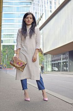 10 Fabulous Ways to Rock Desi Fusion Wear at Work Dress Over Jeans, Dresses With Leggings, Dress Trousers, Office Wear Women Work Outfits, Outfit Office, Casual Office, Stylish Office, Kurti With Jeans, Dress With Sneakers
