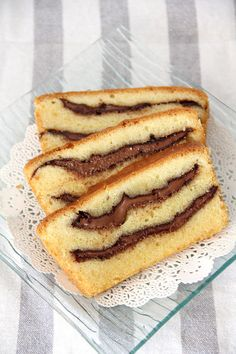 Nutella Pound Cake with thick gooey swirls of Nutella. Yum! #nutella #cake