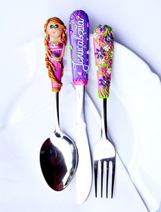Rapunzel Birthday Gift Flatware Spoon Fork Knife Gift for Teen Girl Personalized Gift with Name Polymer clay Princess Silverware Set Fimo Clay, Polymer Clay Projects, Polymer Clay Jewelry, Clay Crafts, Utensil Set, Cutlery Set, Flatware, Polymer Clay Princess, Biscuit