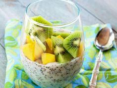 Chia-Puddings mit Früchten