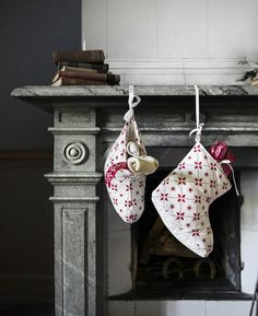 Here is some inspiration from the IKEA Christmas 2015 collection Ikea Christmas, Swedish Christmas, Merry Christmas To All, Christmas Mantels, Christmas 2015, Christmas Pictures, Christmas Wreaths, Ikea 2015, Homemade Christmas Decorations