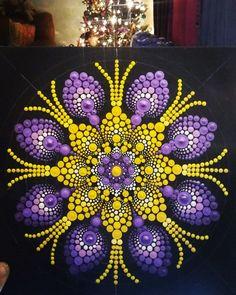 rock art, with dots, colors, ideas Rock Art, Mandala's and More ideas Mandala Artwork, Mandala Canvas, Mandala Painting, Dot Art Painting, Painting Patterns, Stone Painting, Mandala Painted Rocks, Mandala Rocks, Mandala Pattern