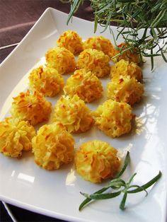 Proponuję podać takie ziemniaczki zarówno na uroczystości jak i niedzielny obiad. Są delikatne, mięciutkie i puszyste.