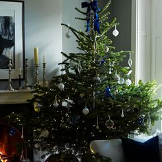 room envy - 'lust-worthy' contemporary Christmas tree