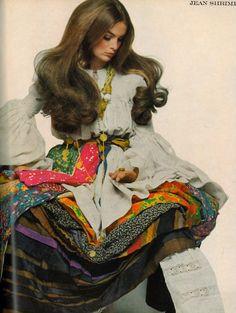Jean Shrimpton in Giorgio di Sant' Angelo for Vogue Italia. Lauren Hutton, Fashion Moda, 1960s Fashion, Womens Fashion, Patti Hansen, Style Caftan, Tableaux Vivants, Look Jean, Moda Retro