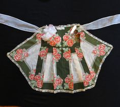 Vintage handkerchief apron half apron hankies, pockets, pleated, lace trimmed, country kitchen cottage chic retro, women