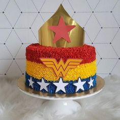 No photo description available. Wonder Woman Birthday Cake, Wonder Woman Cake, Wonder Woman Party, Birthday Woman, Baby Birthday, Girl Superhero Party, Girls Party, Superhero Cake, Ladies Party