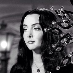 Carolyn Jones as Morticia Addams She's sooo beautiful The Addams Family 1964, Addams Family Tv Show, Addams Family Characters, Adams Family, Morticia Addams, Gomez And Morticia, Carolyn Jones, The Crow, Lito Rodriguez