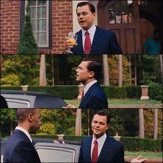 Un recurso de Scorsese es hacer interactuar al protagonista con la cámara.En este caso,la cámara hace un seguimiento a Jordan mientras éste habla con ella.