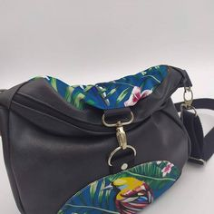ploqi pic sur Instagram: Coup de cœur du jour modèle unique FRAIS DE PORT OFFERTS Sac besace transformable en sac à dos www.ploqi-pic.com/boutique Créatrice…
