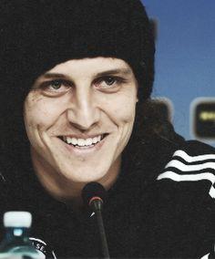 David Luiz. oh, his smile... <3 Little Boy Blue, Chelsea Football, Soccer Boys, Mouths, Dear God, The Simpsons, Soccer Players, Neymar, Cristiano Ronaldo