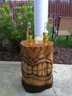 Tiki for your backyard - hand carved wood stump table. Totem Tiki, Diy Deco Rangement, Outdoor Tiki Bar, Tiki Faces, Tiki Art, Tiki Tiki, Tiki Head, Tiki Statues, Wood Stumps