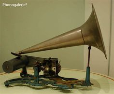 Phonographe Cylindre. 10 rue Lallier 75009 Paris. Stereo Camera, Record Players, Phonograph, Turntable, Horn, Masters, Art Deco, Paris, Antiques