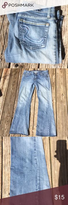 "🎀Denim Event🎀 Rock & Republic Flare Jeans Rock & Republic light wash Flare jeans in pre-loved condition. The jeans are distressed at the bottom of the legs, as shown in the legs. This is not factory distressing, but may pass as such. Priced accordingly. 30"" inseam Rock & Republic Jeans"