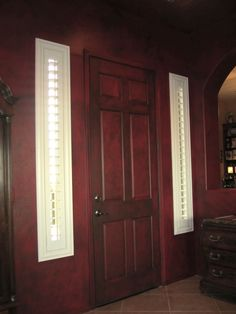 Glazed door - walls are glazed & have a red leather appearance.