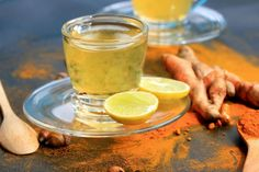 One cup of warm turmeric water per day can do wonders to your health. Find out 10 Reasons to Drink Warm Turmeric Water Every Morning! Herbal Remedies, Home Remedies, Frankincense Oil Uses, Turmeric Water, Turmeric Detox, Turmeric Drink, Calendula Benefits, Natural Antibiotics, Alzheimer