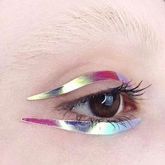 """Mi piace"": 528, commenti: 1 - Tush Magazine (@tushmagazine) su Instagram: ""Let's reflect via @kelseyannaf #makeup #mua #eyes #closeup #opal #shiny #reflection #creativemakeup…"""