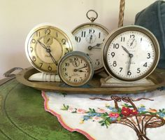 Vintage clocks-set to the dates of my grandkids births❤️ ----what a good idea! Important times Vintage Alarm Clocks, Antique Clocks, English Living Rooms, Small Guest Rooms, Cool Clocks, Time Clock, Clock Decor, Flea Market Finds, Displaying Collections