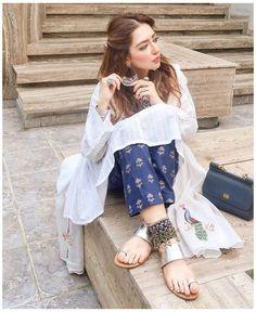 Pakistani Fashion Casual, Indian Fashion Dresses, Indian Designer Outfits, Pakistani Outfits, Designer Dresses, Boho Fashion, Fashion Outfits, Designer Kurtis, 80s Fashion