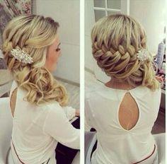 that hair style!