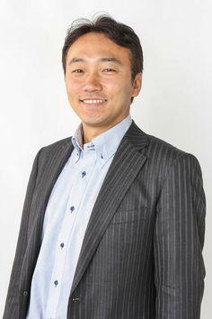 ゲスト◇藤沢秀行(Hideyuki Fujisawa)1973年横浜生まれ。プレス金型屋の2代目。入社当時は、マシニングセンタや3次元CAD/CAMなどの加工技術を習得。また独自で生産管理システムを 開発し運用を行う。2006年に代表取締役に就任。横浜市内の製造業3社を関連会社化し、廃業する企業を引継ぎ雇用を守りながらも事業拡大を進める。社内 で開発、設計から金型、量産までの製品づくりを一貫生産できる体制を築き、メーカーの製品開発を多様にサポート。最近では「町工場から楽しいモノづくり を。Made in JAPAN」をテーマに自社製品を開発販売している。  株式会社 ニットー公式サイト http://nitto-i.com