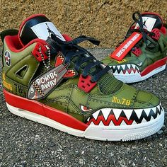 These Nike low tops are literally on fire my goodness I would definitely put a pair of these on my feel seriously Custom Jordans, Custom Sneakers, Custom Painted Shoes, Custom Shoes, Nike Custom, Sneakers Fashion, Shoes Sneakers, Tenis Casual, Running Shoes Nike