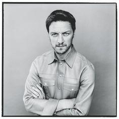 James McAvoy, 35, prima di essere affascinato dal mondo del cinema, voleva diventare missionario o arruolarsi in Marina. Qui indossa camicia in pelle Gucci.