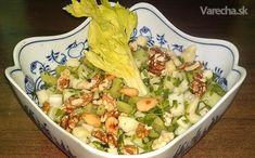 Jarný chrumkavý šalát zo stopkového zeleru, jablka a orechov (fotorecept)