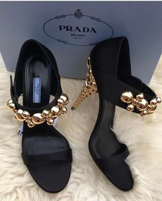 """187 mentions J'aime, 1 commentaires - naeto (@ivannas_trunk) sur Instagram : """"P R A D A Sizes 38-40 only To pre Order whatsapp 08096663164 or send a DM #nextdaydelivery…"""""""