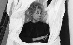 """Το Σπίτι της Κύπρου παρουσιάζει την έκθεση """"Amour: Μία ανάγνωση στο φωτογραφικό αρχείο του Νίκου Κεσσανλή"""", σε επιμέλεια του Δημήτρη Τσουμπλέκα και της Αμάντα Μιχαλοπούλου. Την έρευνα και αρχειοθέτηση του φωτογραφικού υλικού ανέλαβε η Άννα Τσουμπλέκα. Η έκθεση Amour αποτελείται από επανεκτυπώσεις ασπρόμαυρων -κατά βάση- αρνητικών του αρχείου. Art Exhibitions, Love"""