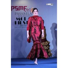 Flamenca/fiesta. Un traje muy versátil que sirve para ir estupenda a una gran variedad de eventos diferentes. #mcj #maricarmenjulia #diseño #diseñadora #moda #modaandaluza #marcaespaña #marcaandalucia #designer #design #fashion #modaflamenca #flamenca #flamencas #flamencura #flamenco #modaflamenca #moda2016 #andalucia #trajesdegitana #modaandalucia #fashiondesign #fashiondesigner #madeinspain
