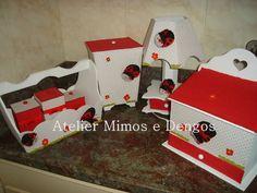 kit higiene forrado com tecido joaninhas <br>contem 7 peças <br>1 abajur <br>1 farmacia <br>1cesta com 3 potinhos <br>1lixeira