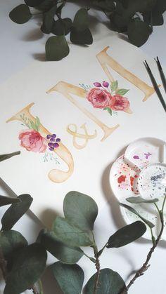 Akwarelowe inicjały z kwiatami Paper Quilling Cards, Tea Cups, Monogram, Bows, Handmade, Instagram, Home Decor, Poster, Arches
