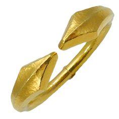 hammered gold | lalounis | modern meets prehistoric