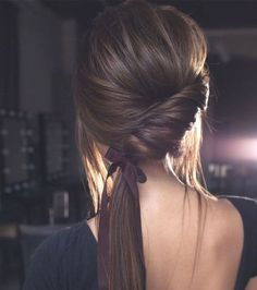 Neu Trend Frisuren 2019 Nicole drege – Wedding hairstyles – coiffures de mariee moderne -bridal hair style – coiffure de mariage 2019 – 2020 – wedding up do 2019 – 2020 Source by weddingsecret_ Romantic Hairstyles, Wedding Hairstyles For Long Hair, Trendy Hairstyles, Side Ponytail Hairstyles, Bridesmaid Hairstyles, Wedding Hairdos, Bridesmaid Ponytail, Side Ponytails, Prom Hairstyles