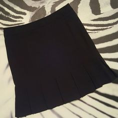 #129: $15 – Bandolino Stretch Pleated Skirt – Size 12 – Side zipper with cute pleats