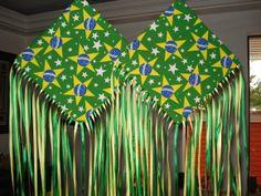 Enfeite em forma de pipa feita em tecido gorgorinho estampado, estruturada com papelão e customizada com fitas de cetim.  Ótima sugestão para decoração de festas! R$ 18,00
